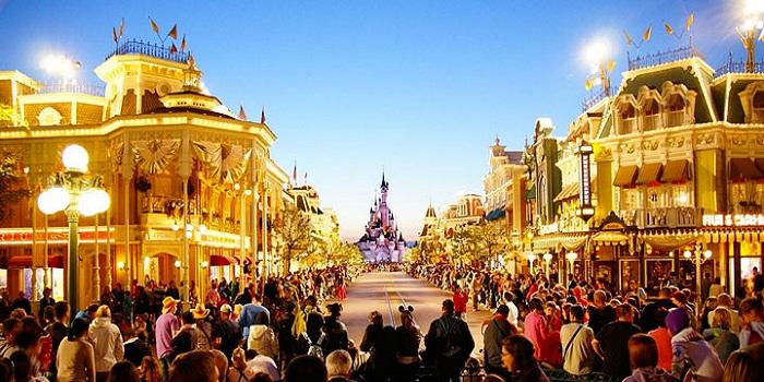 Camping sur un parc d'attractions : ça se fait à Disneyland Paris